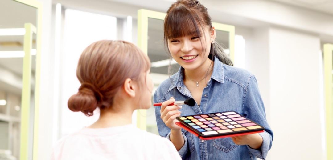 美容メイク学習の様子